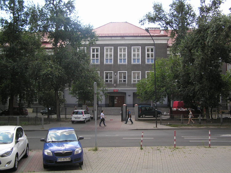 Białostocka 10/18 wWarszawie - szkoła nr 73