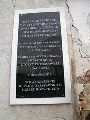 Tablica upamiętniająca założenie Bazaru Różyckiego
