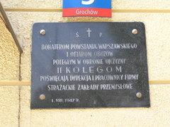 Tablicę upamiętniającą poległych wobronie Ojczyzny pracowników Zakładów Strażackich