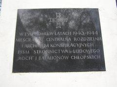 Tablica pamiątkowa przy Kłopotowskiego 14