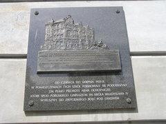 Tablica upamiętniająca szkoły na 49 i51 oraz 236 pułk piechoty