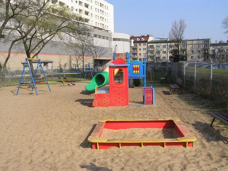 Plac zabaw na Osiedlu Kobielska