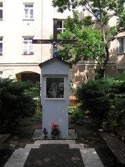 Krzyż przy Okrzei 5 na Pradze
