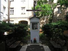Kapliczka przy Okrzei 5 wWarszawie