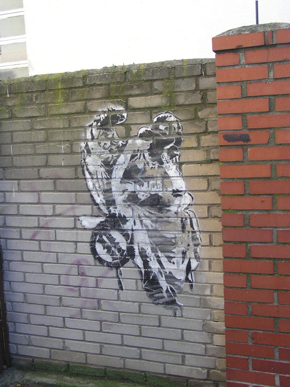 Mural przy Osowskiej 58 wWarszawie