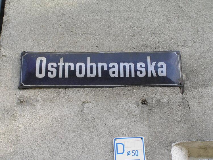 Tablica znazwą ulicy Ostrobramska