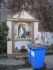 Kapliczka przy ulicy Radzymińskiej 53 na Pradze