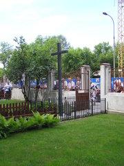 Krzyż przy Skaryszewskiej 8 wWarszawie