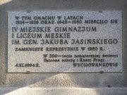 Tablica upamiętniająca IV Męskie Gimnazjum  iLiceum im. gen. Jakuba Jasińskiego