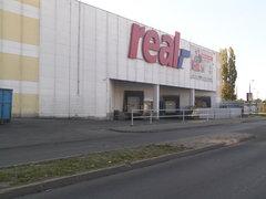 Ulica Jubilerska - rampa sklepu Real