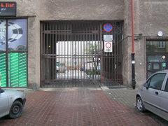 Targowa 68 - zamknięta brama