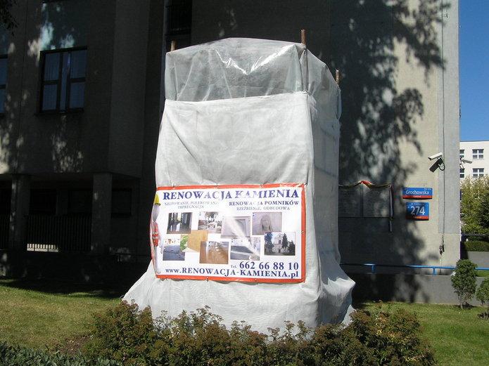 Rzeźba Syrenki wkonserwacji