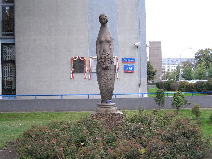 Syrenkap przed Urzędem na Grochowskiej