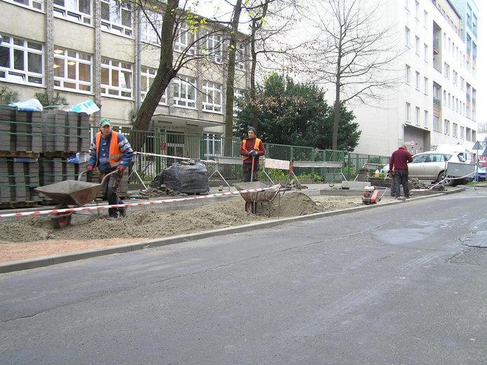 Budowa zotoki postojowen przed szkołą