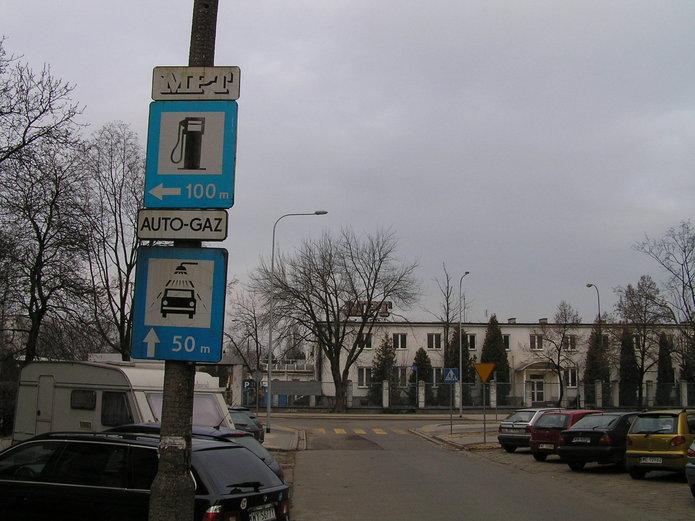 Błędne znaki na ulicy Mycielskiego