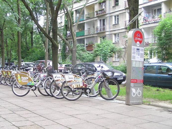 Stacja roweru miejskiego na Saskiej Kępie
