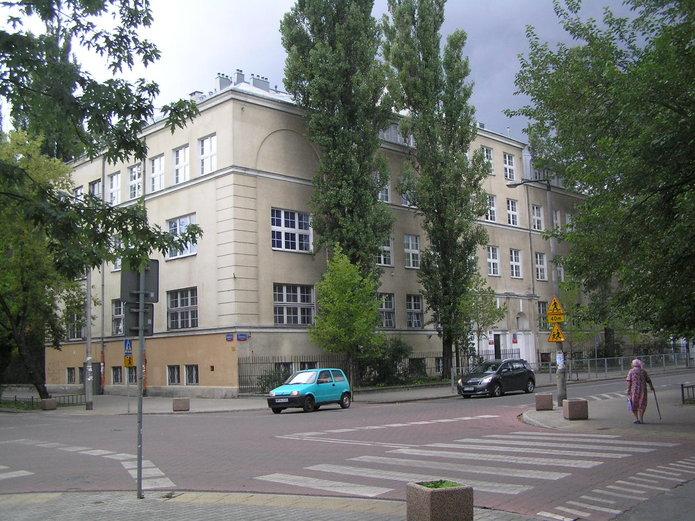 Budynek szkoły przy Otwockiej