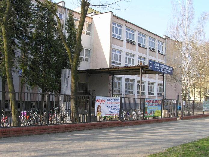Szkoła nr 141 na ulicy Szaserów