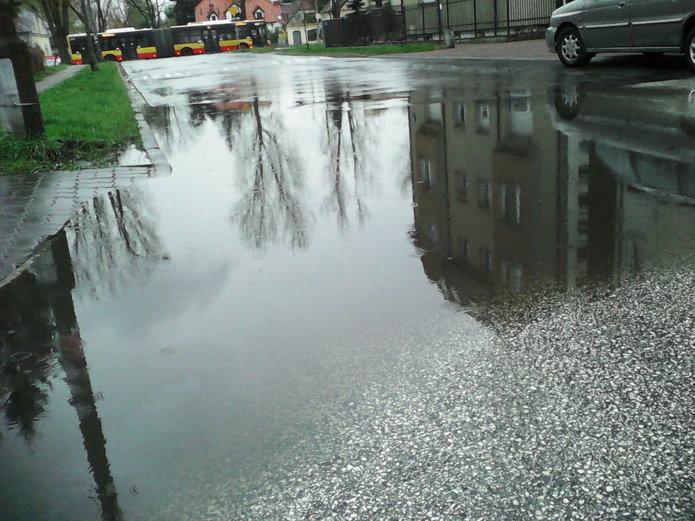 Ulica Boremlowska pod deszczu