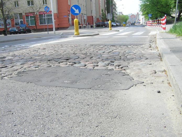 Zachowany fragment bruku na Białostockiej