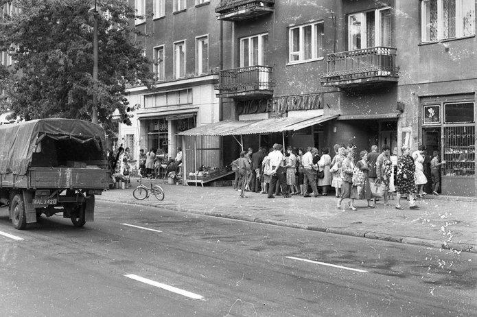 Ulica Grochowska wlatach 80-tych. fot. Piotr Żuchowski