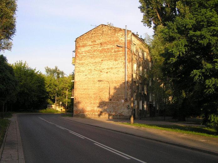 Ściana kamienicy przy Bliskiej 23 na Kamionku