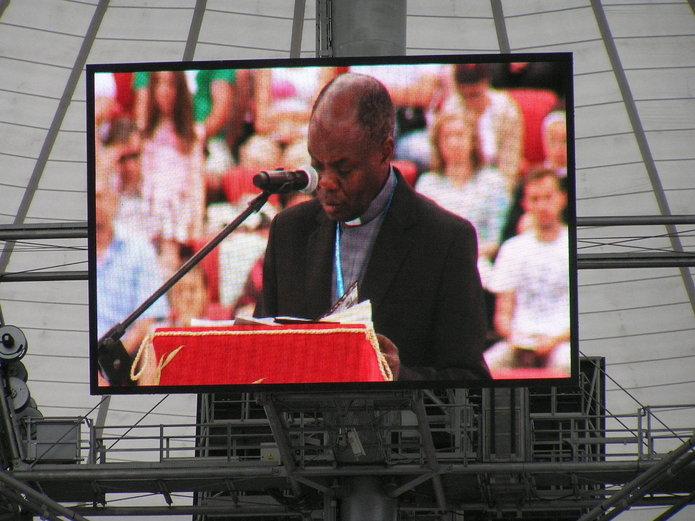 Ks. Bashobora na Stadionie Narodowym wWarszawie