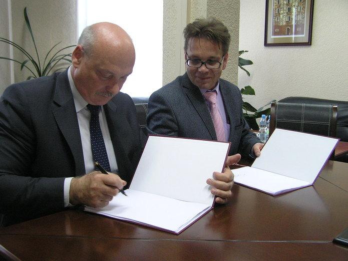 Podpisanie porozumienia zsprawie zamiany działek