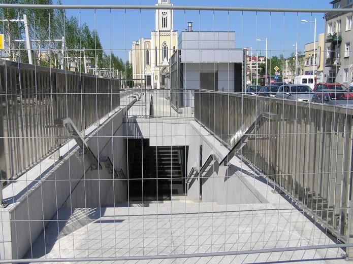 Schron na placu Szembeka?