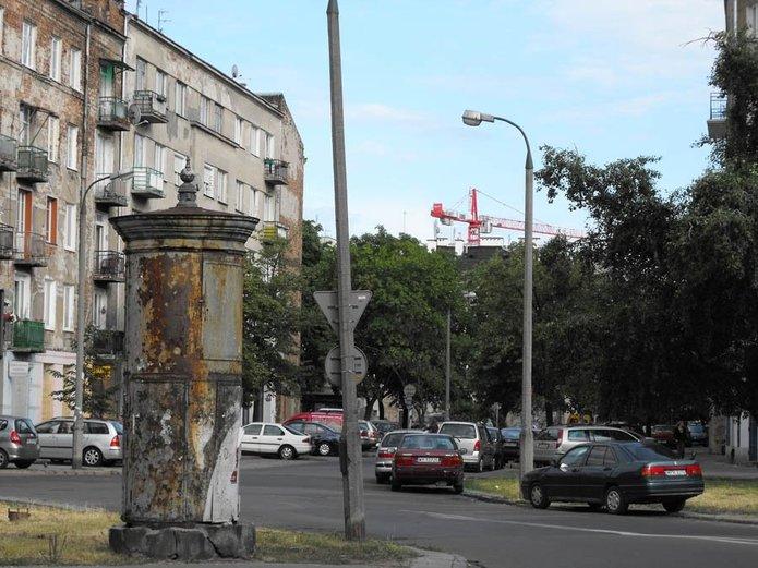 Stacja transformatorowa u zbiegu ulic 11. Listopada iKonopackiej, fot. janex_wwa