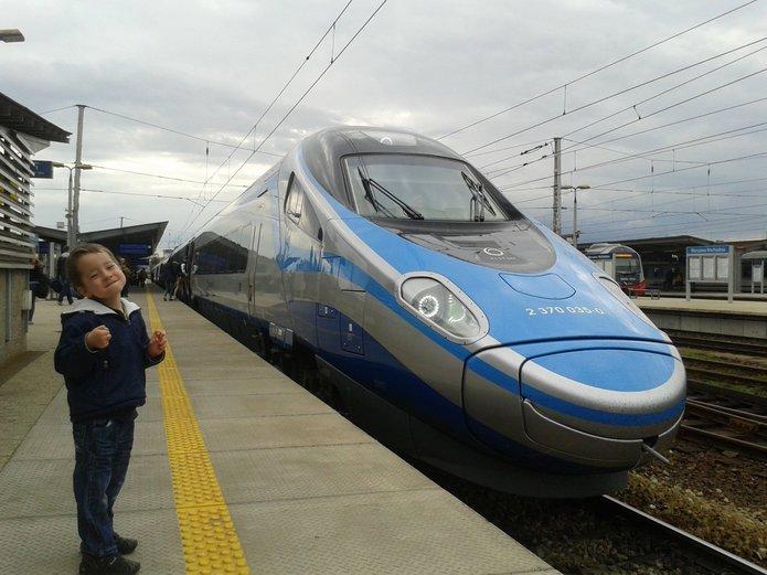 Pociąg Pendolino na Dworcu Wschodnim