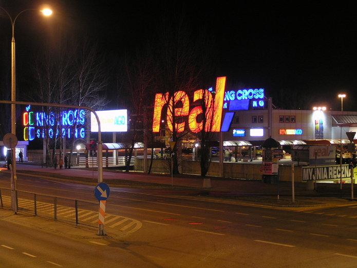 Reklama hipermarketu Real na Pradze Południe