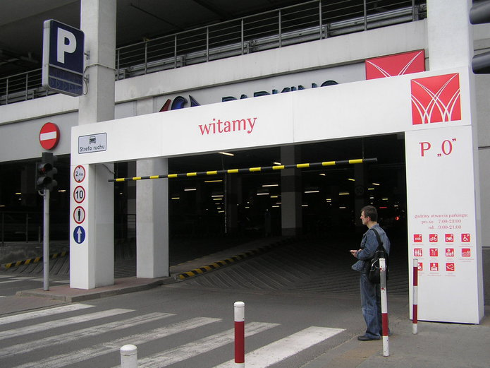 Wjazd na parking Galerii Wileńskiej od ulicy Białostockiej