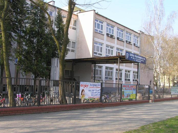 Budynek szkoły na Pradze Południe