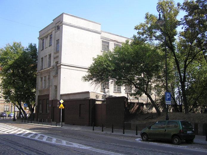 Budynek zamkniętego gimnazjum na Pradze Północ