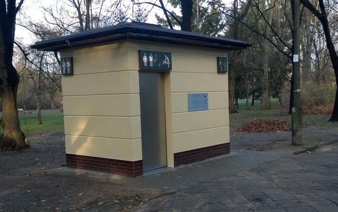 Automatyczna toaleta wParku Praskim, fot. Jacek Grunt-Mejer