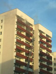 Pożar wbloku na Kobielskiej 17, fot. M. Cegiełka