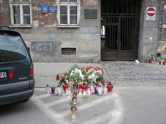 Kwiaty iznicze przed Brzeską 19