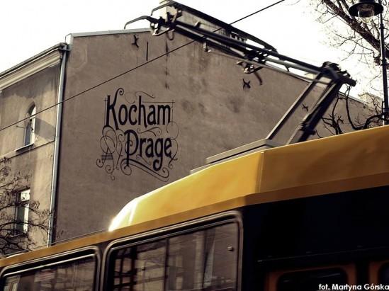 Mural Kocham Pragę na ulicy Stalowej 25