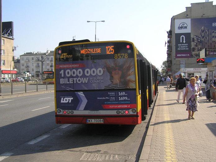 Autobus linii 125 na Grochowskiej