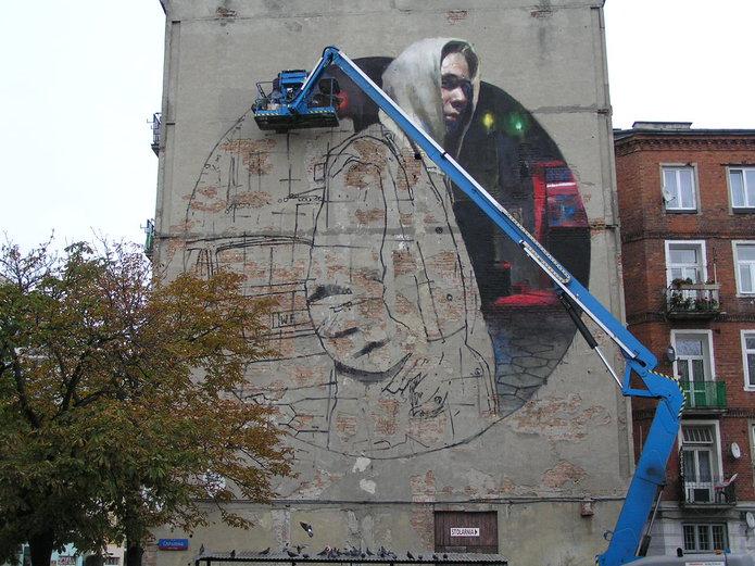 Trwa malowanie muralu przy Strzeleckiej 26 na Pradze