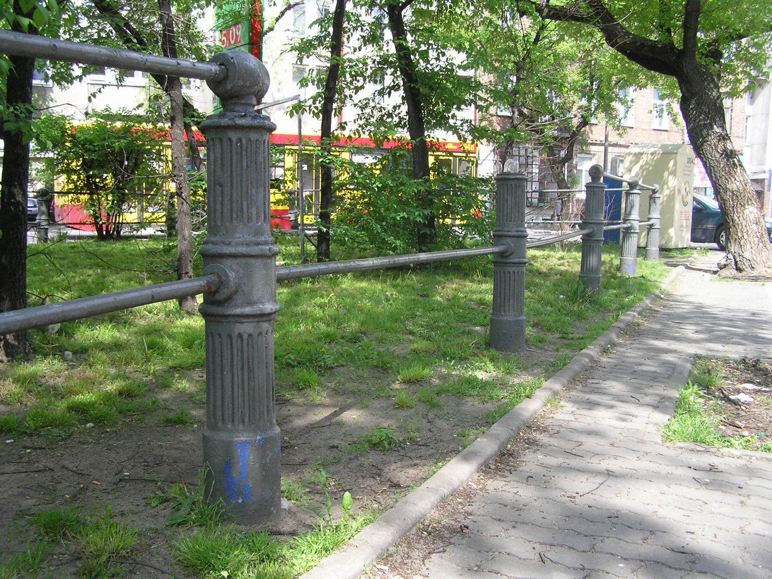 Usunięte ogrodzenie (stan z2011 roku)