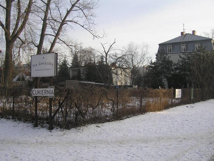 Działka przy Szaserów 62 na Grochowie