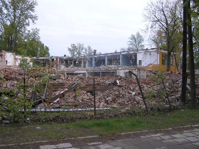 Wyburzenie przy Podskarbińskiej 32/34