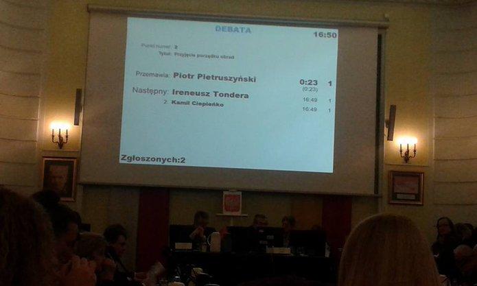 Elektroniczna tablica wsali konferencyjnej, fot. Urząd Dzielnicy Praga Północ
