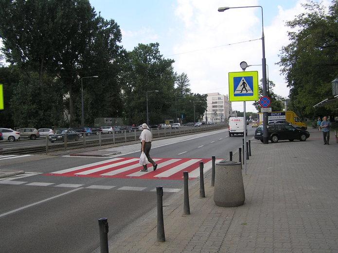 Aktywne przejście na Grochowskiej przy Mińskiej