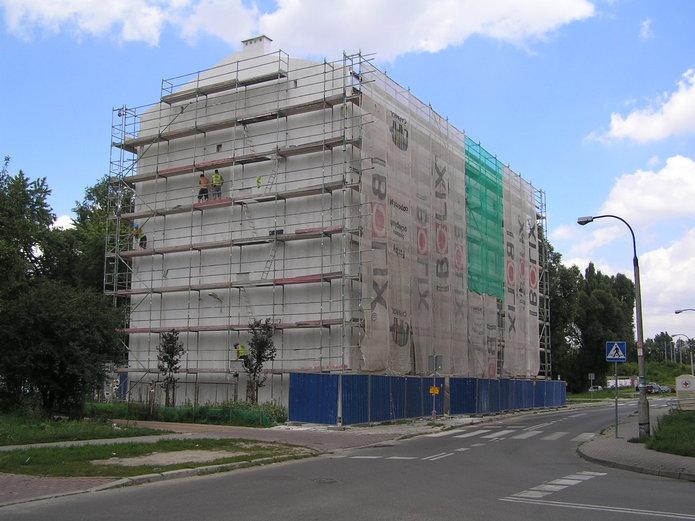 Trwa remont Łomżyńskiej 27