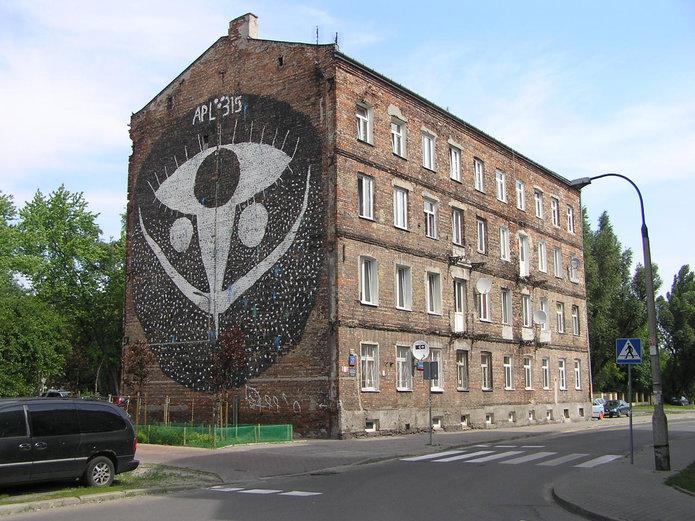 Mural przy Łomżyńskiej 27 został zasłonięty