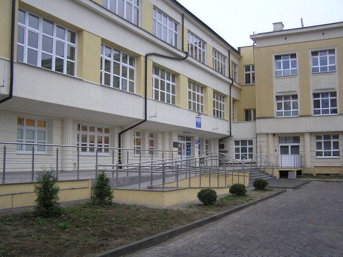 Wejście do Szpitalu Grochowskiego