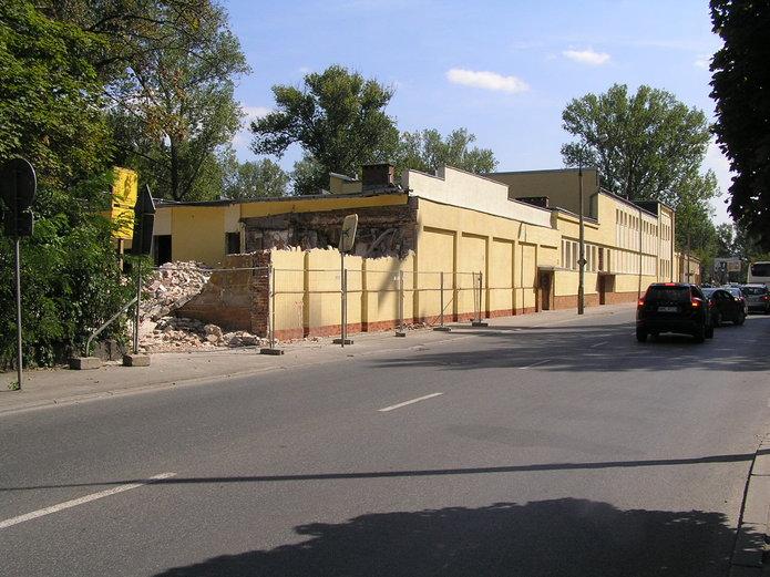 Trwa wyburzanie budynku przy Szwedzkiej 4
